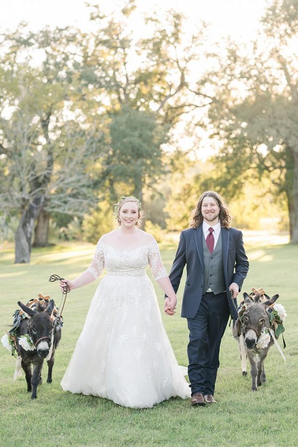 Texas ranch wedding with donkeys