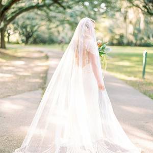 Scallop trim bridal veil