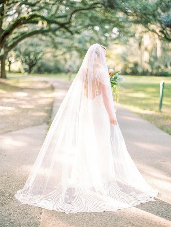 Scallop trim bridal veil