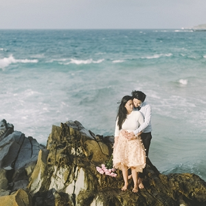 sweet and romantic Hawaii elopement by Angie Diaz Photography on Glamour & Grace