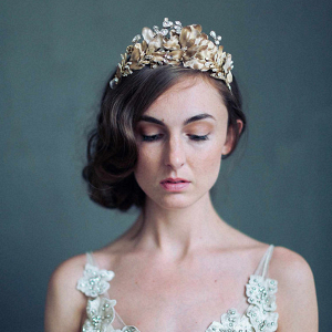 Bridal crown on Glamour & Grace