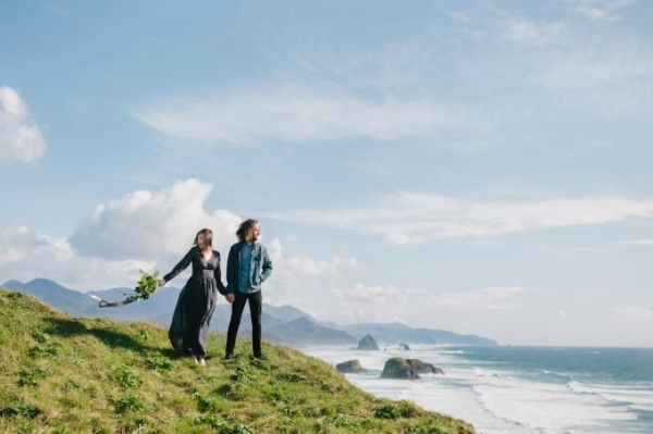 Breathtaking coastal engagement session on Glamour & Grace