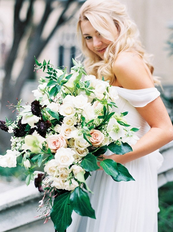 4-bouquets-spring-garden-wedding-sarah-carpenter