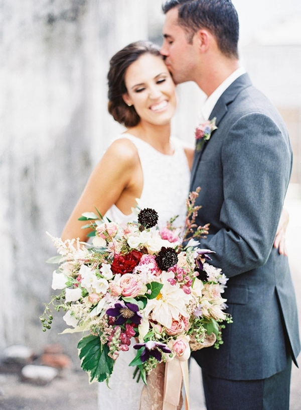 Bridal Kisses and a Lush Botanical Bouquet