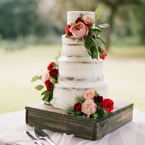 Rustic and Elegant Wedding Cake with Fresh Flowers