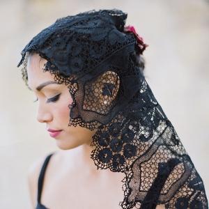 Elegant Black Lace Mantilla Veil