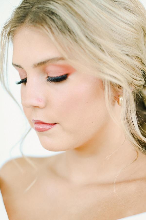A Peachy Modern Take on the Classic Bridal Shoot 4