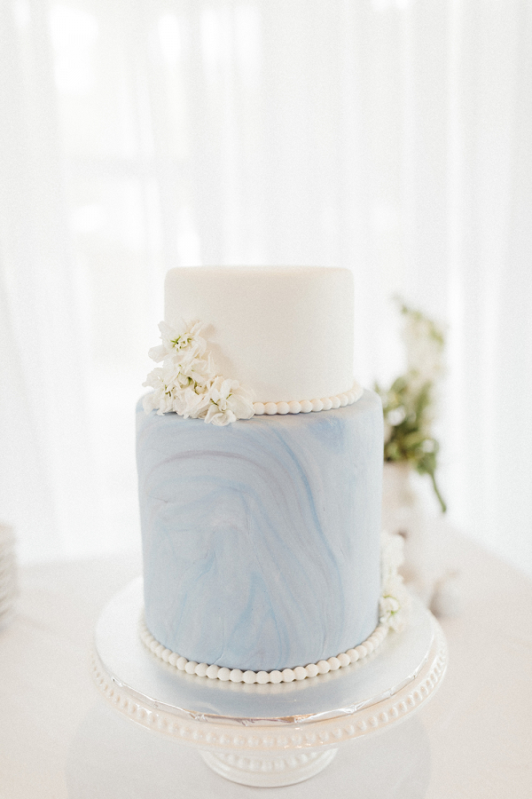 Timeless Wedding Inspo with Classic Blue Details Cake Image