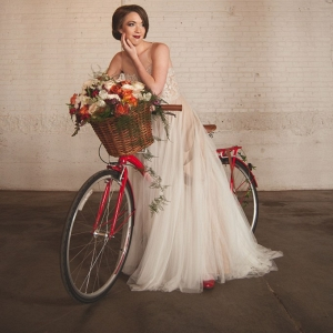 Cherry-Red-Vintage-Bridal-inspiration-bicycle