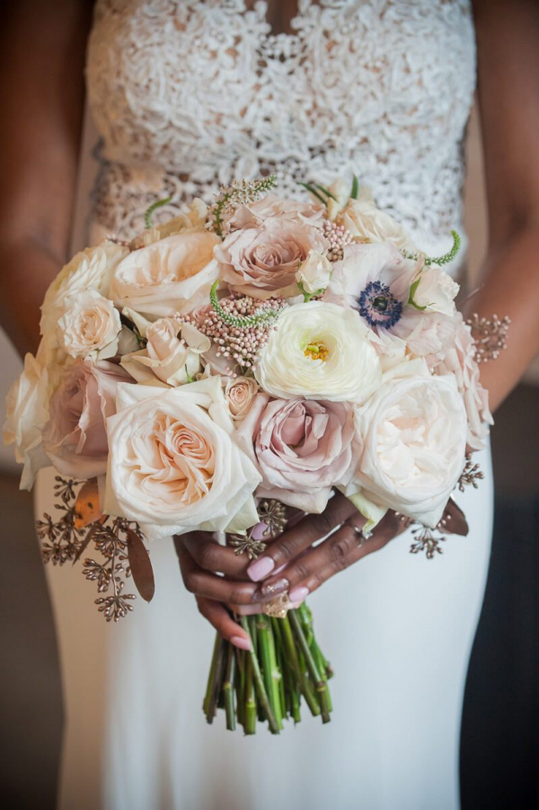 Gold-Blush-Outdoor-Wedding-Bouquet