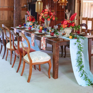 Fall-Barn-Wedding-Inspiration-Reception-style