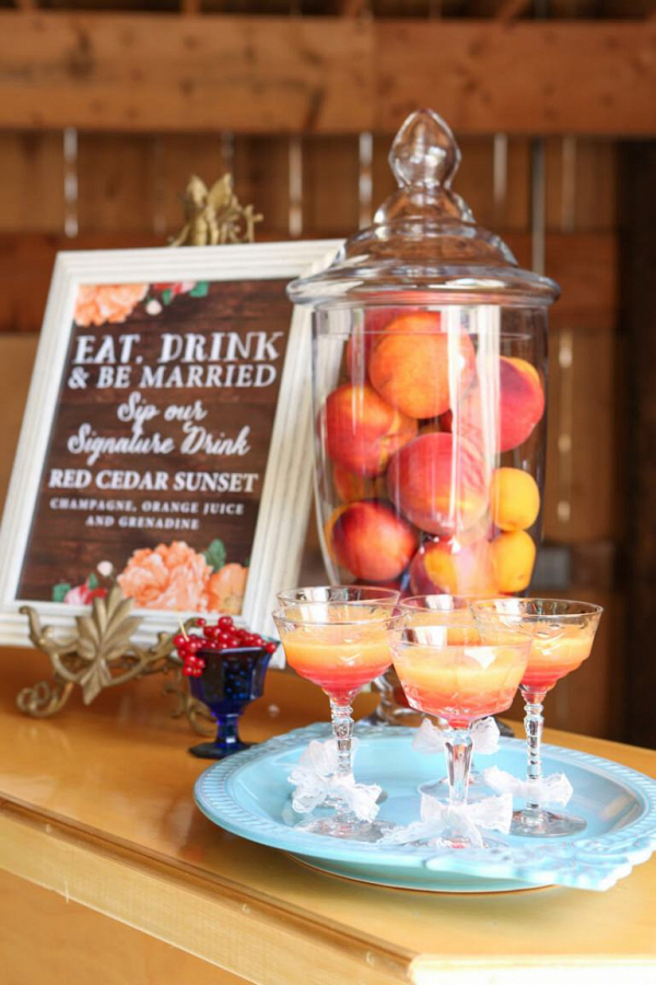 Fall-Barn-Wedding-Inspiration-Red-Orange-Fall-signature-drink