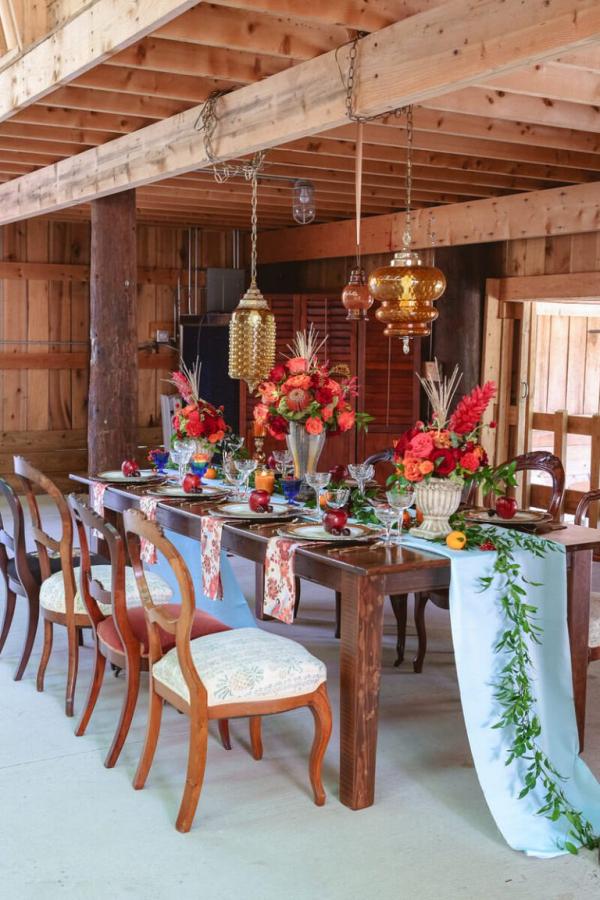 Fall-Barn-Wedding-Inspiration-Reception-style