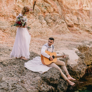 Mallorca-Beach-Boho-Wedding-Inspiration-music-lovers