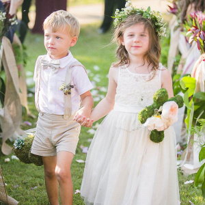 Outdoor-Floral-Fall-Wedding-Flower-girl-with-floral-crown