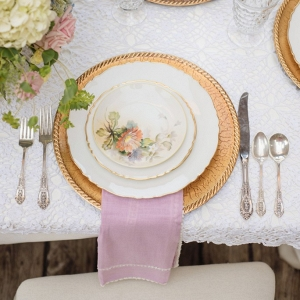 Pastel-Family-Heirloom-Wedding-Inspiration-Vintage-place-setting