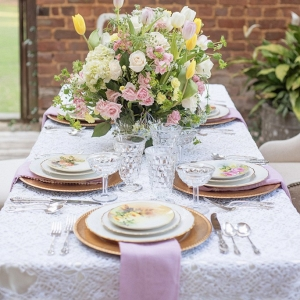 Pastel-Family-Heirloom-Wedding-Inspiration-kv
