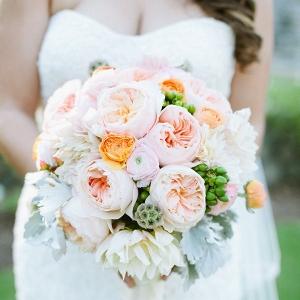 Peachy-Green-Vintage-romantic-wedding-bouquet