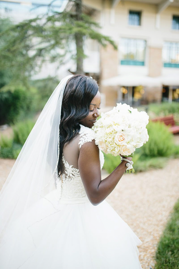 Elegant-Outdoor-Atlanta-Wedding-bride-bouquet