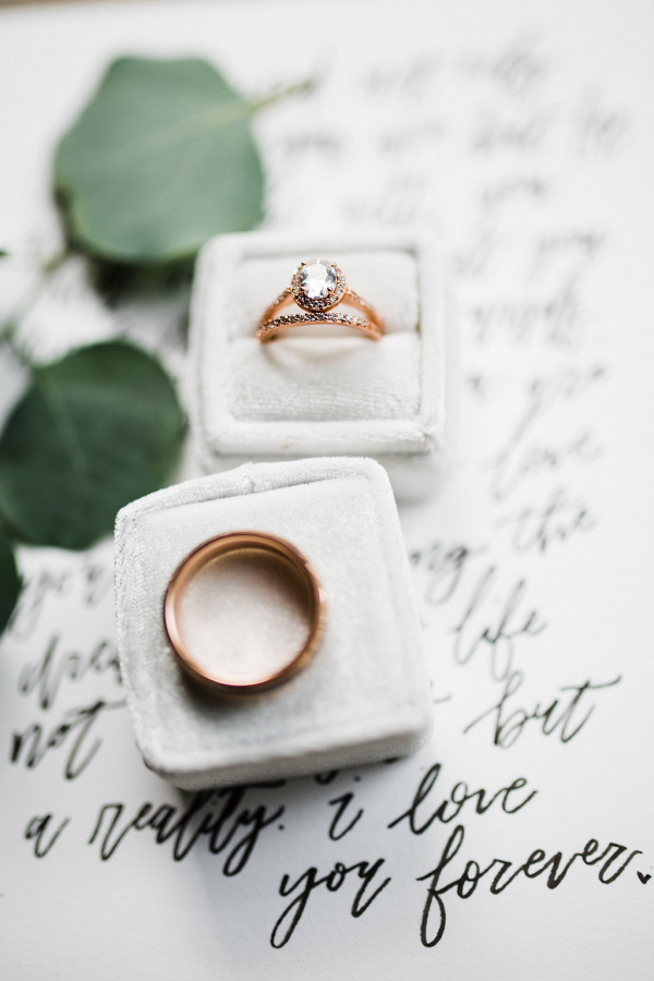 Gold rings on Vows in Calligraphy