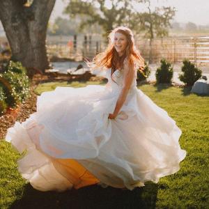 Romantic-Garden-Bridal-Inspiration-very-happy-bride