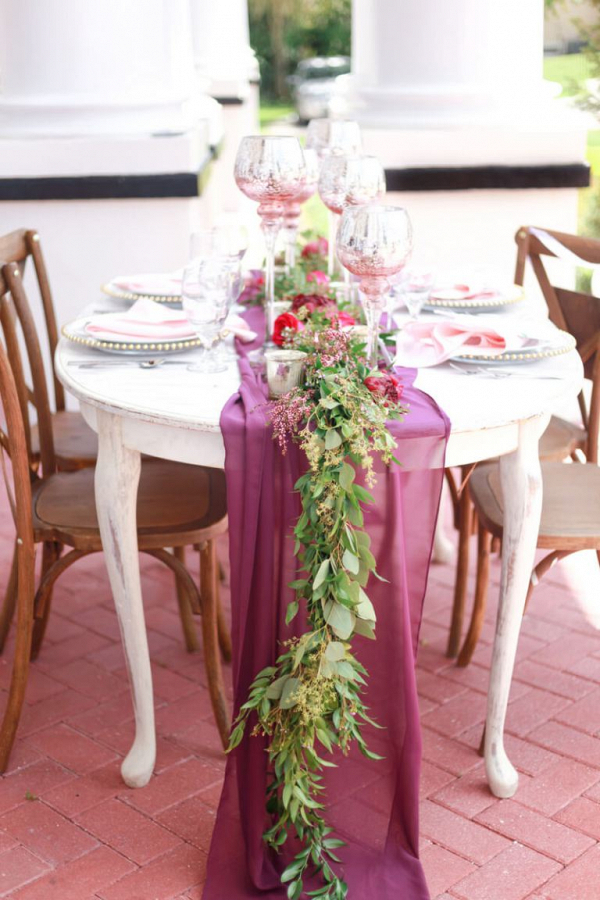maroon-table-runner-from-a-berry-hued-wedding-inspiration