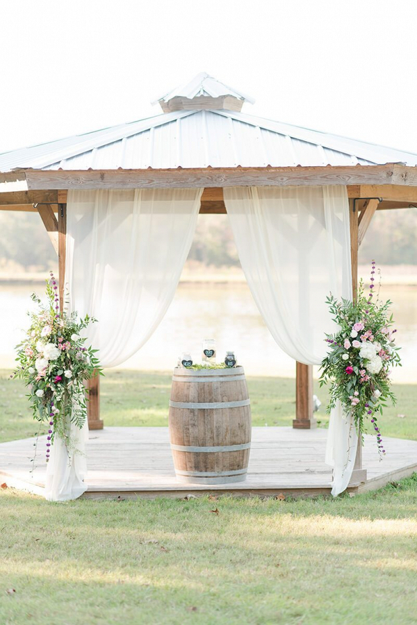 Rustic-Chic-Vineyard-Wedding-Ceremony-arch-decor