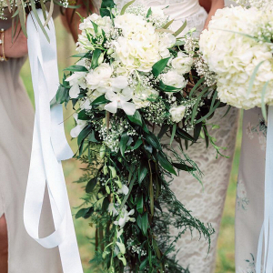 Vintage-Boho-Inspired-Barn-Wedding-cascading-greenery-bouquet