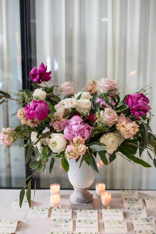 Escort card table floral decorations