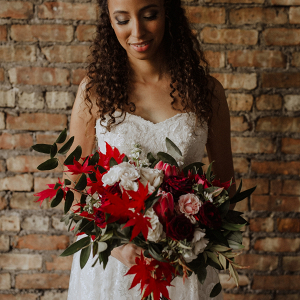 Fall red bridal bouquet
