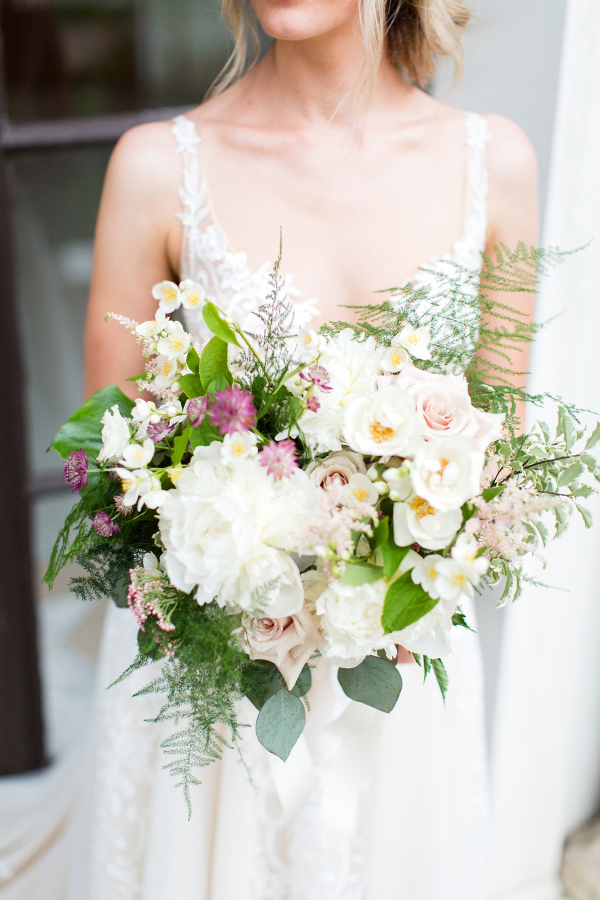 White and blush spring bridal bouquet