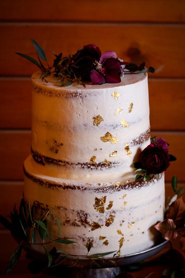 dusted-gold-flecked-wedding-cake