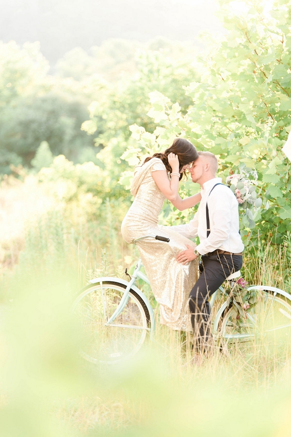 styled-engagement-shoot-with-bicycle