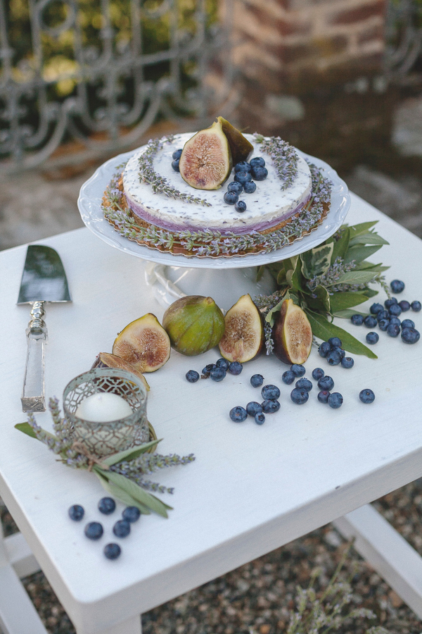Small cake with figs