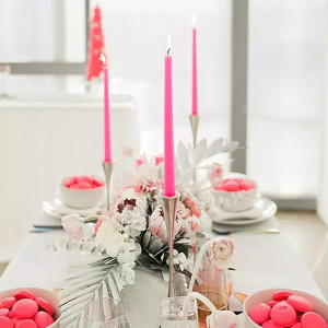Neon pink tablescape