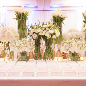 Dramatic floral escort card display