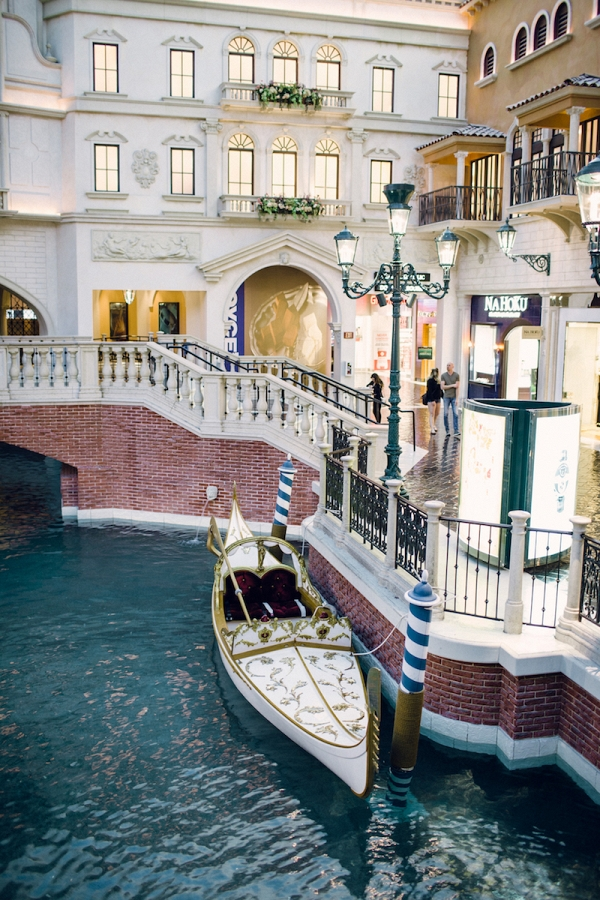white-gondola-venetian-las-vegas