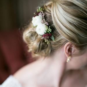 Pretty white and burgundy wedding hair florals