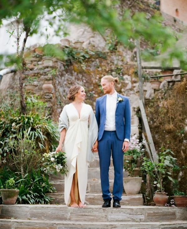 Modern organic wedding couple for mountain wedding