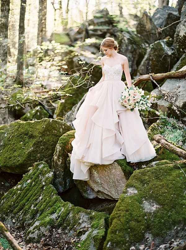 Woodland bride in Tennessee