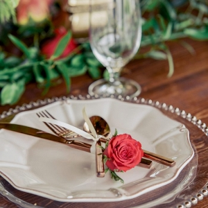 rose place setting with gold dinnerware