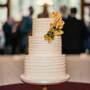 Fall wedding cake on Mountainside Bride