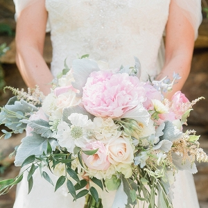 Blush bouquet on Mountainside Bride