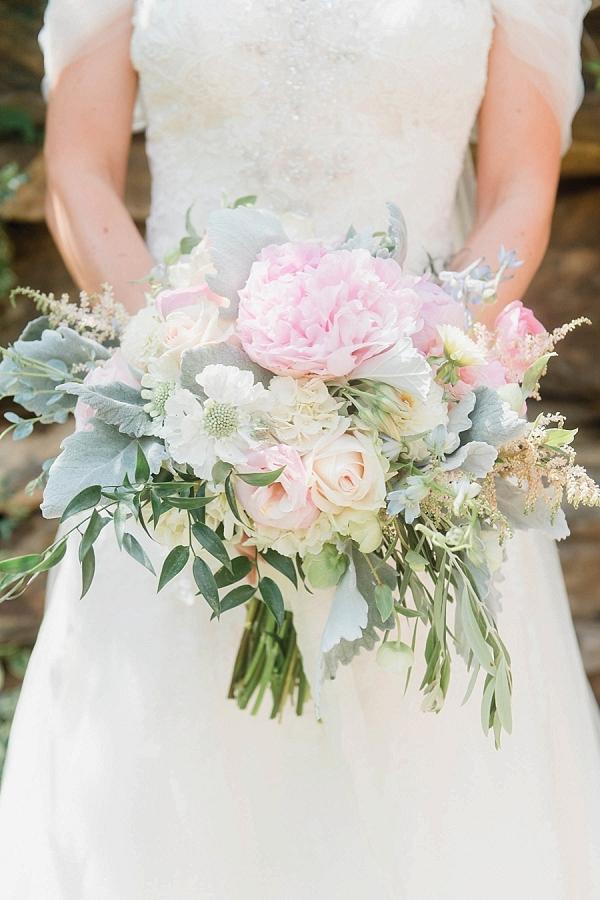 Blush bouquet on Mountainside Bride