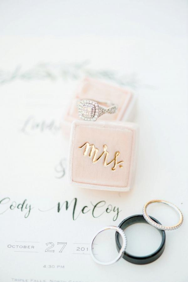 Velvet engagement ring box