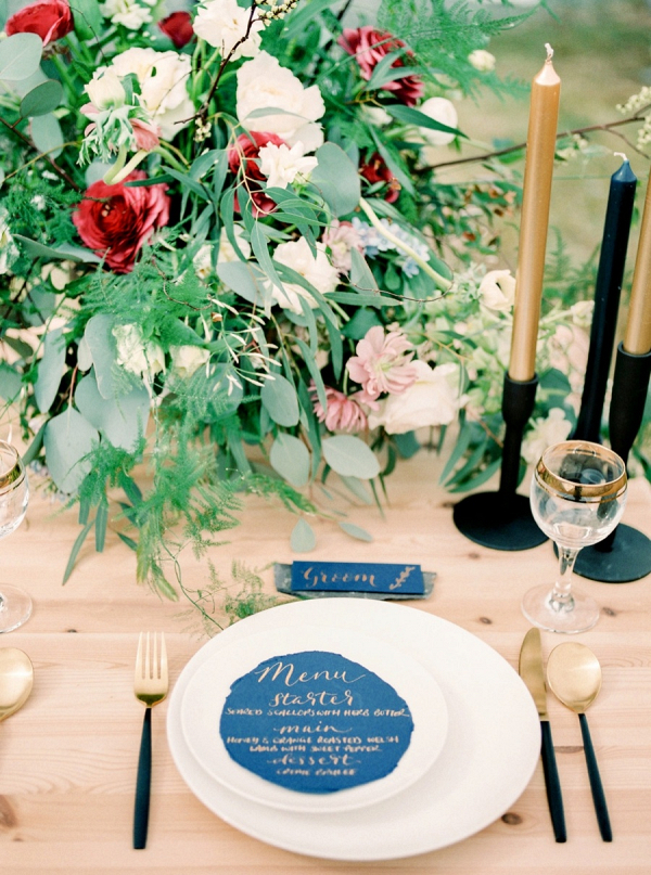 Romantic red and blue wedding tablescape