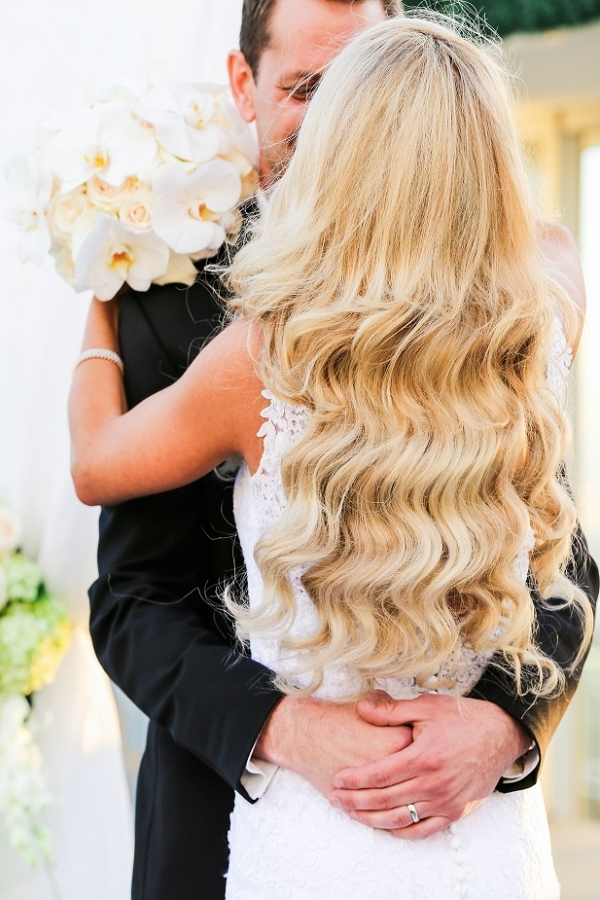 Elegant wavy bridal hairstyle