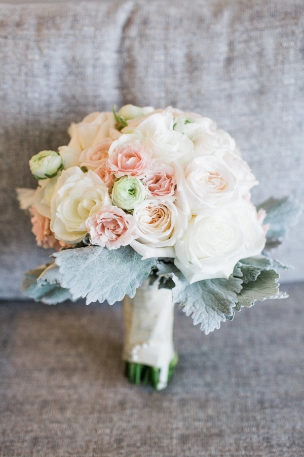 Neutral romantic wedding bouquet