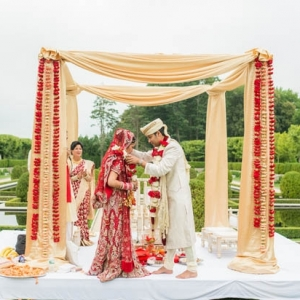 Elegant outdoor Indian wedding ceremony at Oheka Castle