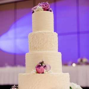 Simple textured wedding cake